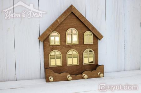 Ключница-домик деревянная с...